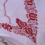 Video: Soubor Svéráz předává tradici aumění šití kroje